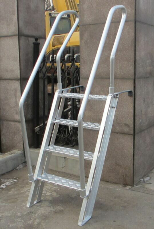 Easy Carrying Bulwark Ladder Aluminum , Inclined Marine Dock Ladders Light Weight